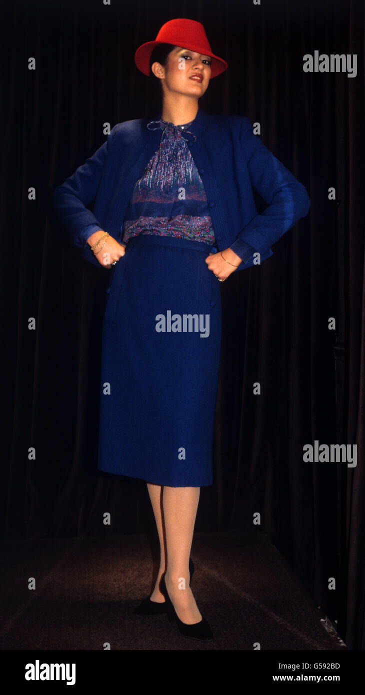Fashion Eighties Fashion Models Imágenes De Stock   Fashion Eighties ... a0e12651321