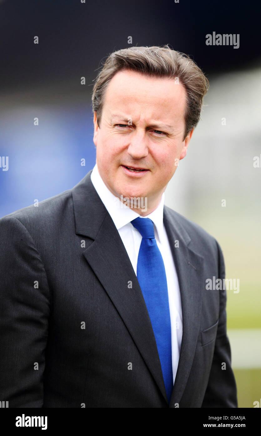 El primer ministro David Cameron visita Airbus en la feria internacional de Farnborough en Hampshire. Foto de stock