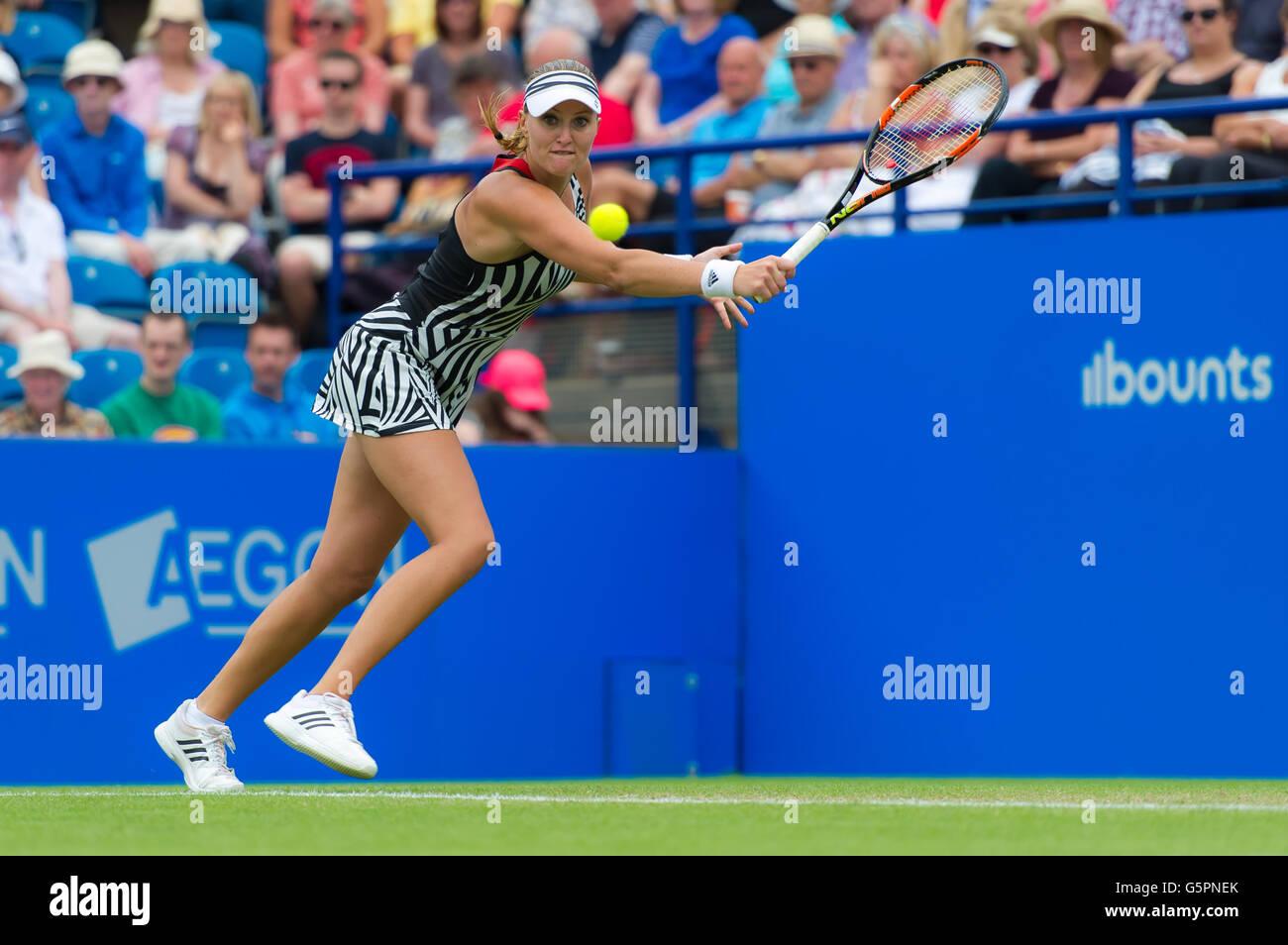 Eastbourne, Reino Unido. 23 junio, 2016. Kristina Mladenovic en acción en el 2016 Aegon Internacional torneo de tenis WTA Premier Crédito: Jimmie48 Fotografía/Alamy Live News Foto de stock