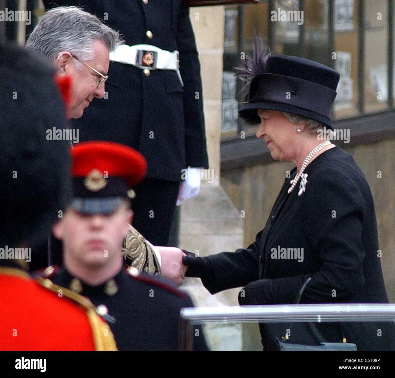 El Funeral De La Reina Madre La Reina Isabel Ii Fotografia De Stock Alamy