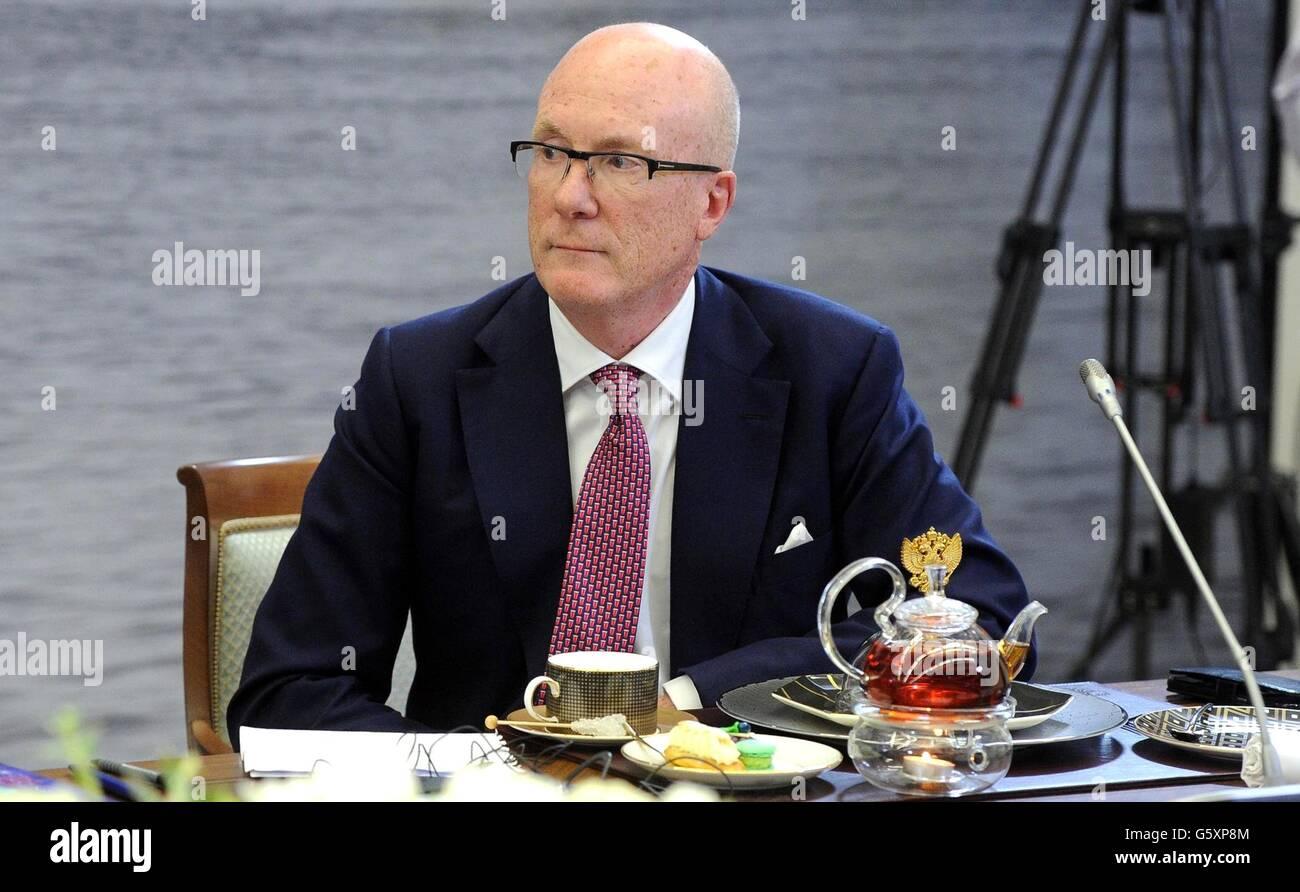 Director ejecutivo de la agencia de noticias británica Press Association, Clive Marshall durante una reunión Imagen De Stock