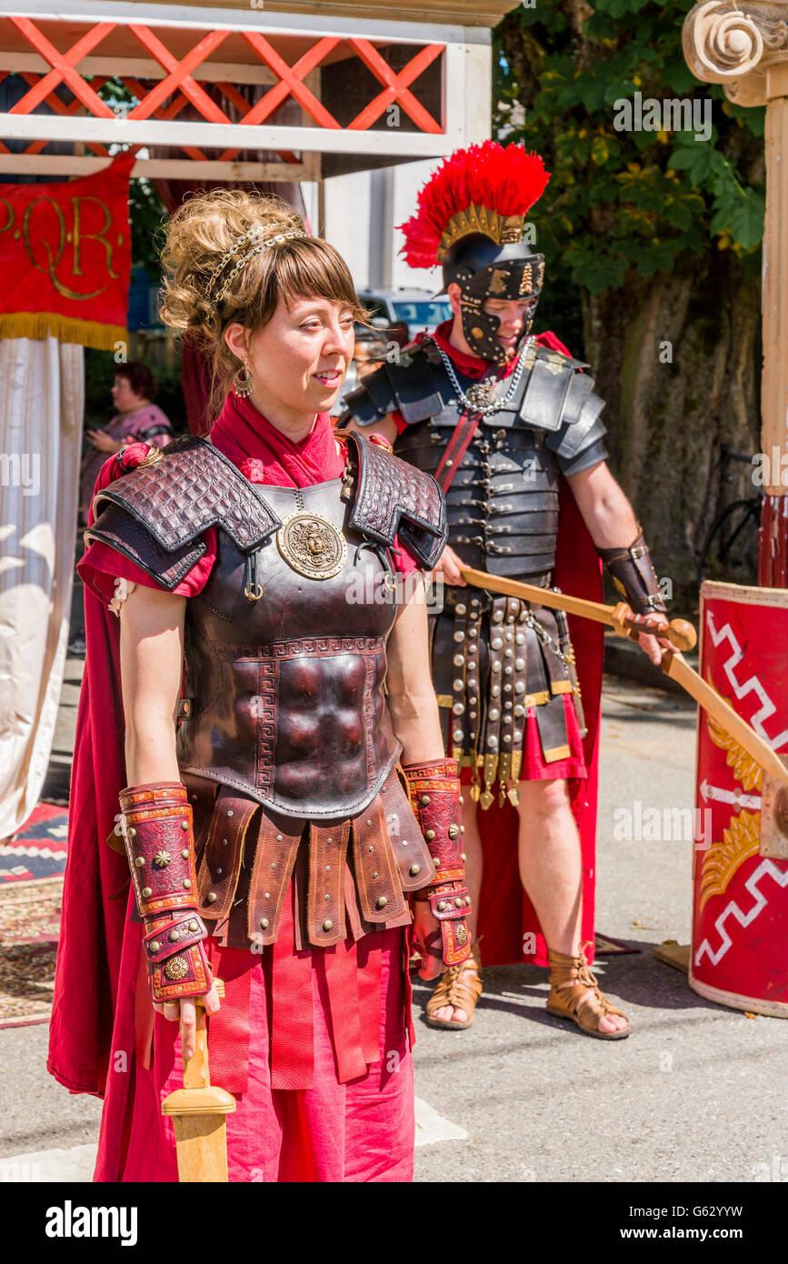 Soldado romano disfraces en día italianos, Commercial Drive, Vancouver, British Columbia, Canadá Imagen De Stock