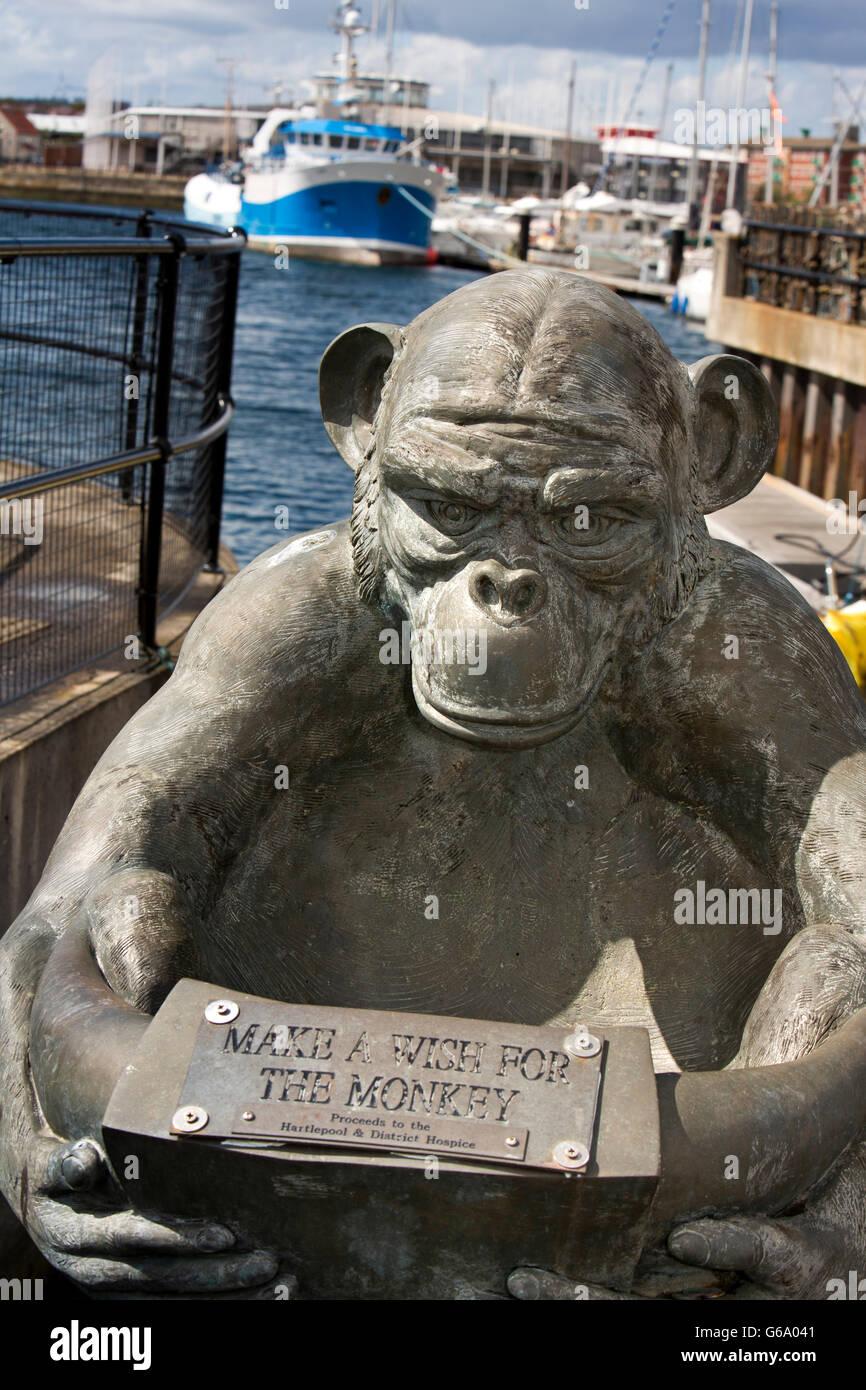 Reino Unido, Condado de Durham, Hartlepool, Marina, 'make un deseo para el mono' colecta escultura Foto de stock