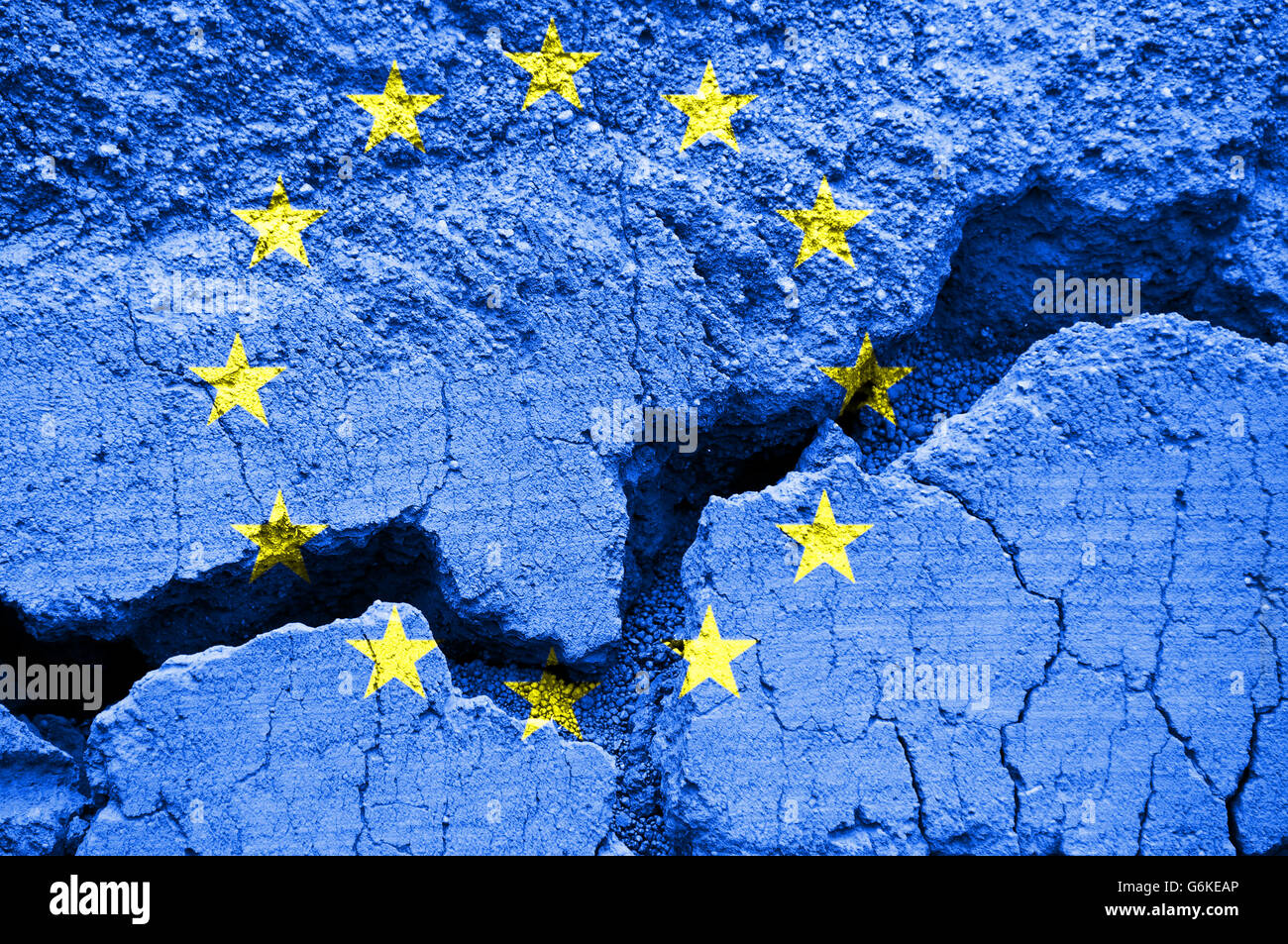La bandera de la Unión Europea sobre fondo agrietado Imagen De Stock
