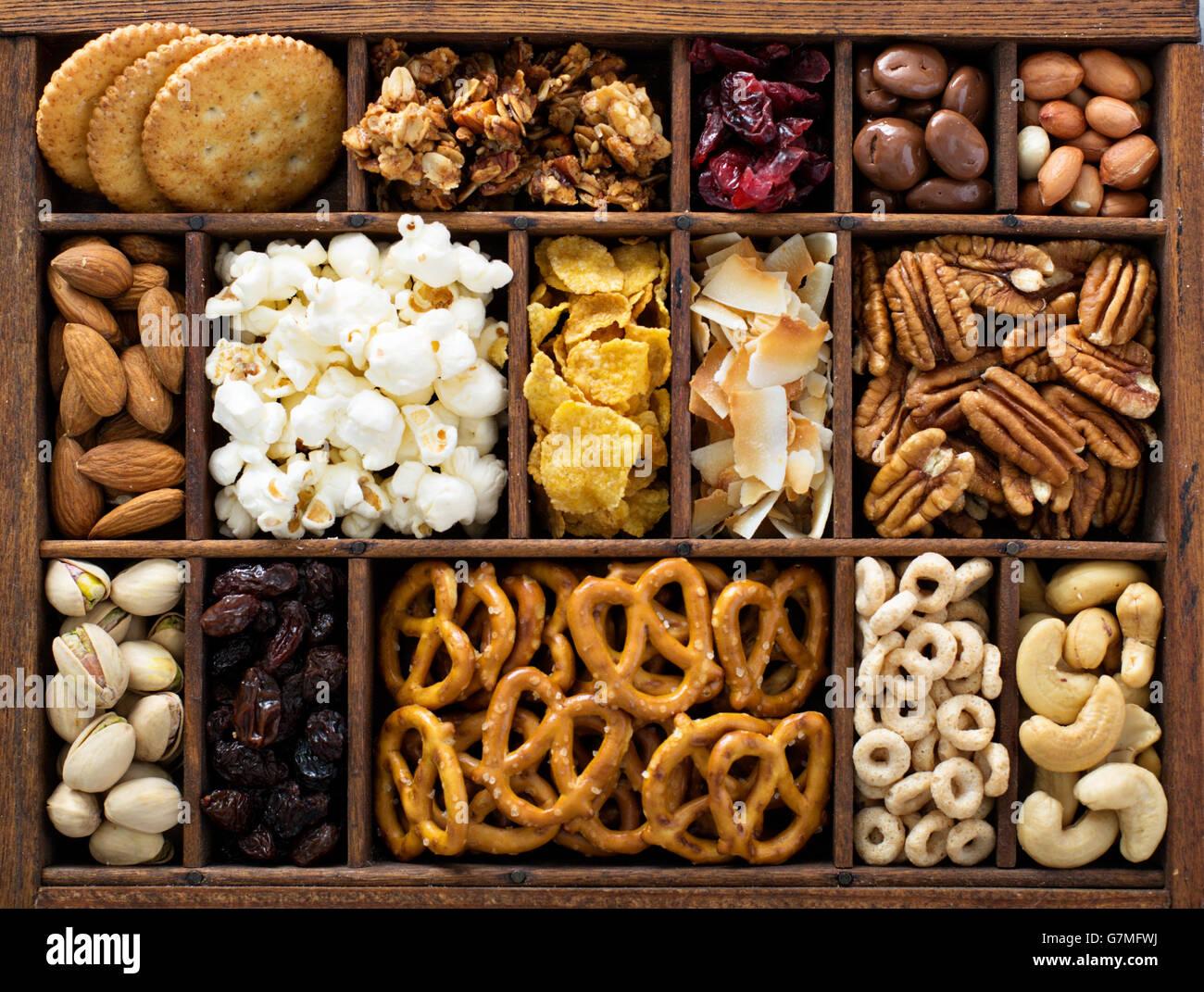 Variedad de bocadillos saludables Fotografía cenital Foto de stock