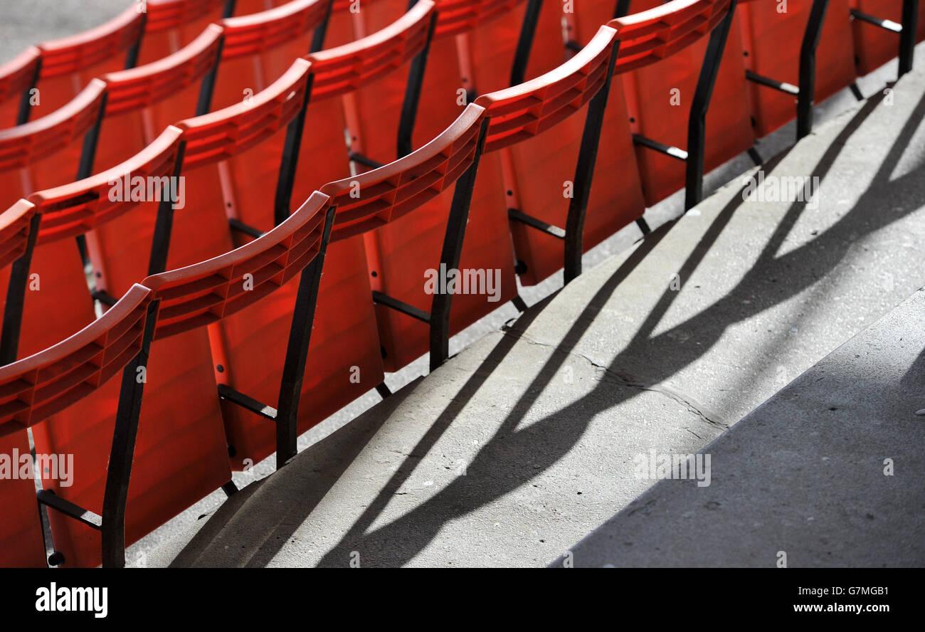Una vista general de los asientos en los stands en Leicester Hipódromo Foto de stock