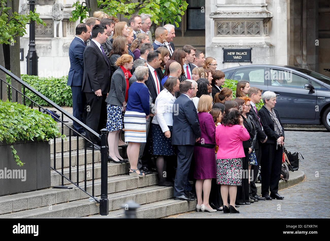 Los diputados laboristas recién elegidos posan para una foto en las Casas del Parlamento, Westminster, Londres. Foto de stock