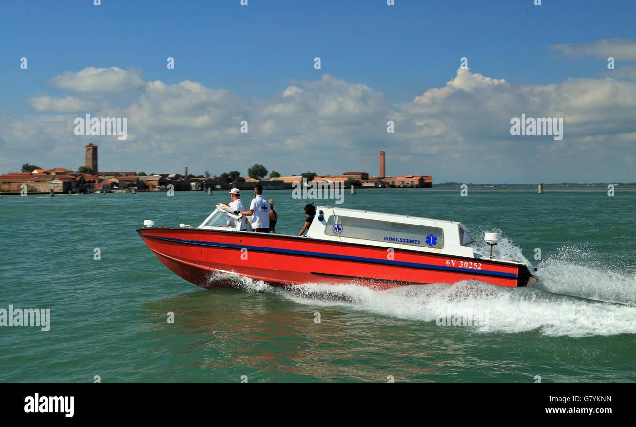 Croce Azzurra Ambulanza - Venezia - Ambulance Emergenza barco Foto de stock
