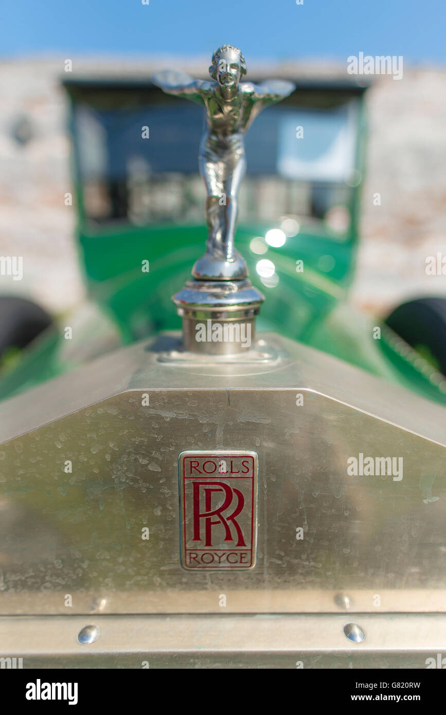 Detalle de la figura anterior espíritu de plata la rejilla de un Rolls  Royce antiguo coche. f1798087e5