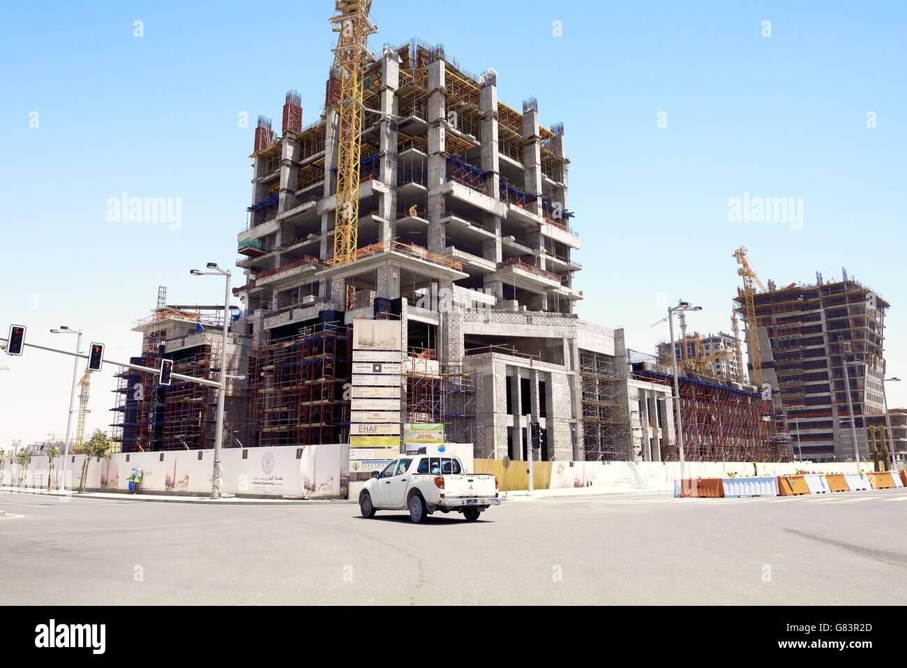 Al bandary torre comercial de ingeniería en construcción. Marina District de rápido desarrollo de Imagen De Stock