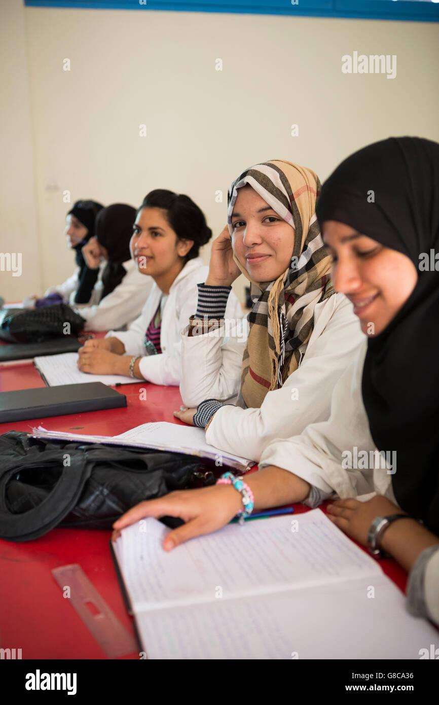 Los estudiantes aprenden en un curso de capacitación profesional en Agadir, Marruecos. Imagen De Stock
