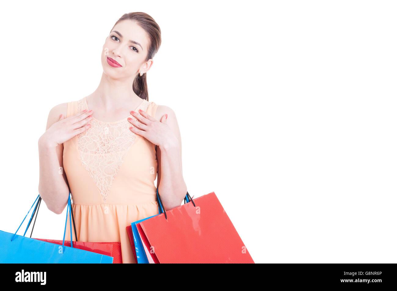 Bella Dama shopper ser feliz o contenido sosteniendo Bolsas de regalos y sonriente aislado sobre fondo blanco con Imagen De Stock