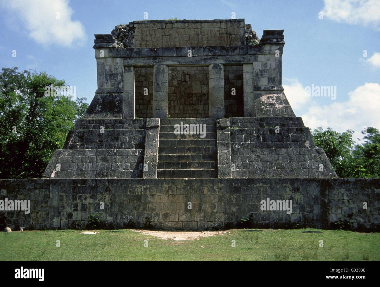 México. Chichen Itza. Ciudad maya. Templo del Hombre Barbado o Templo del norte. Período Clásico. Yucatán. Foto de stock