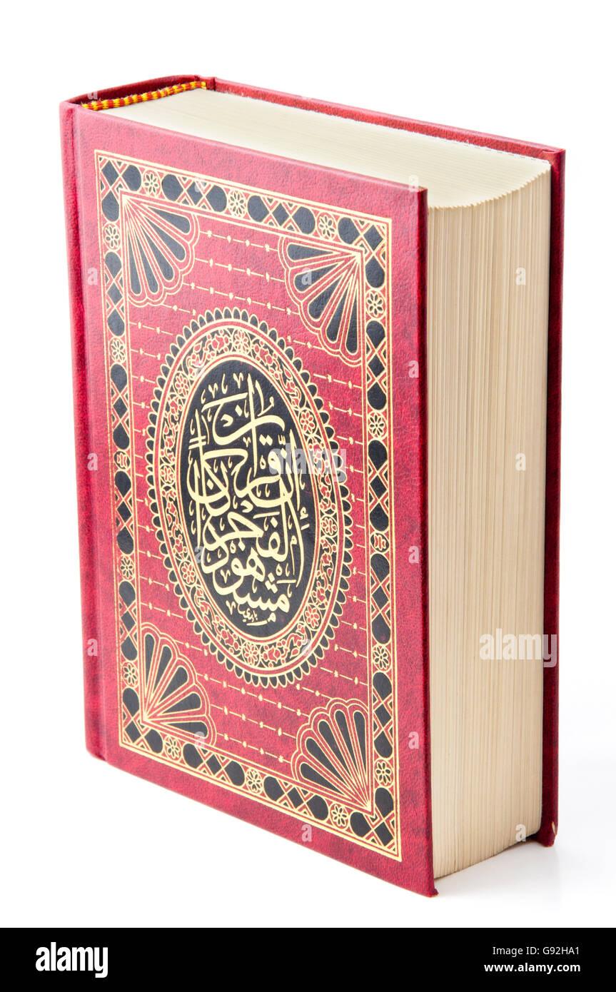 Sagrado Corán Libro sobre blanco Imagen De Stock