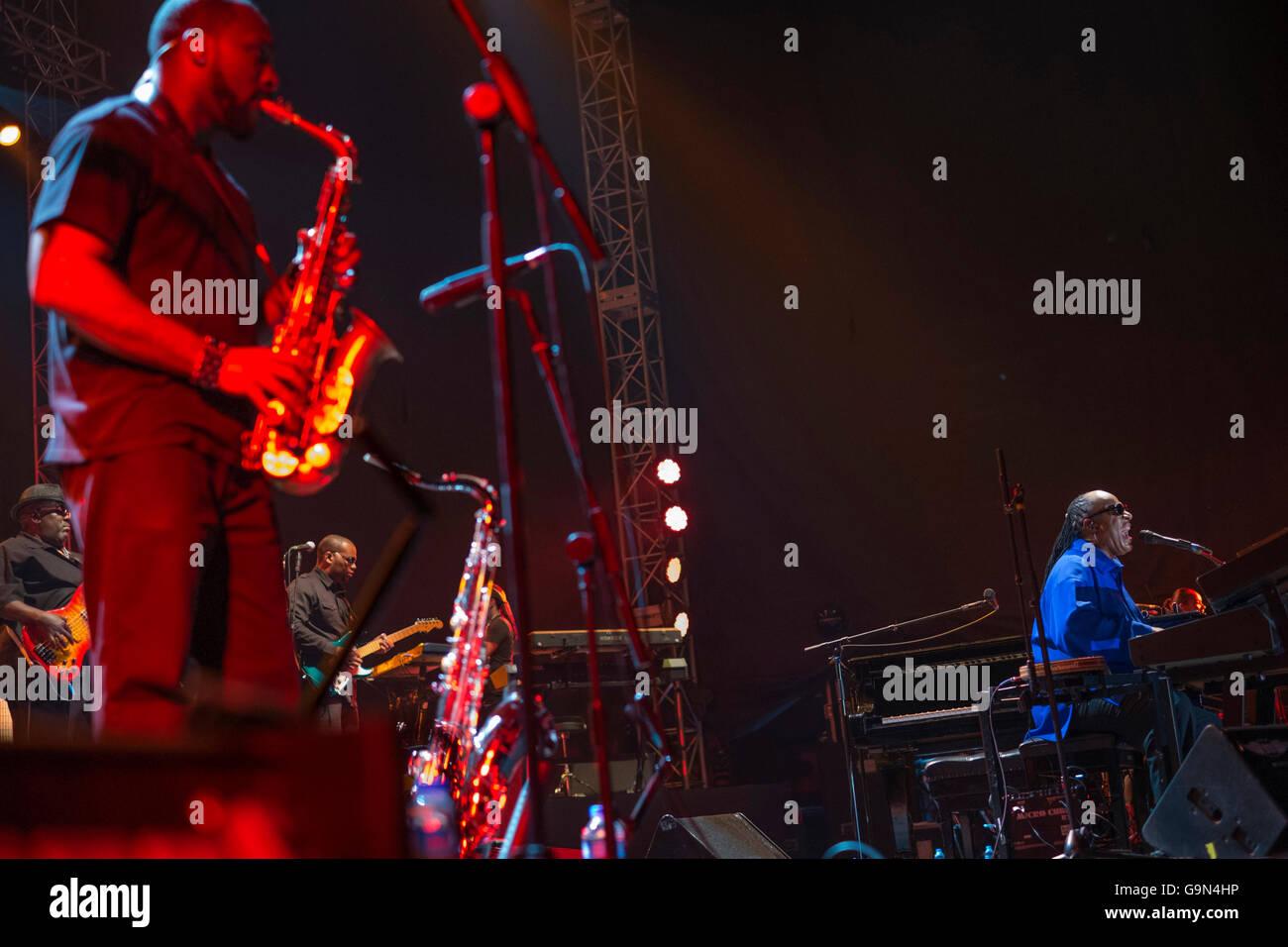 Stevie Wonder concierto en Estambul y un hombre que toco el saxofón. Foto de stock