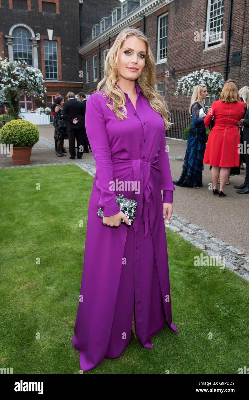 Lady Kitty Spencer atiende Históricos Palacios Reales de Kensington ...