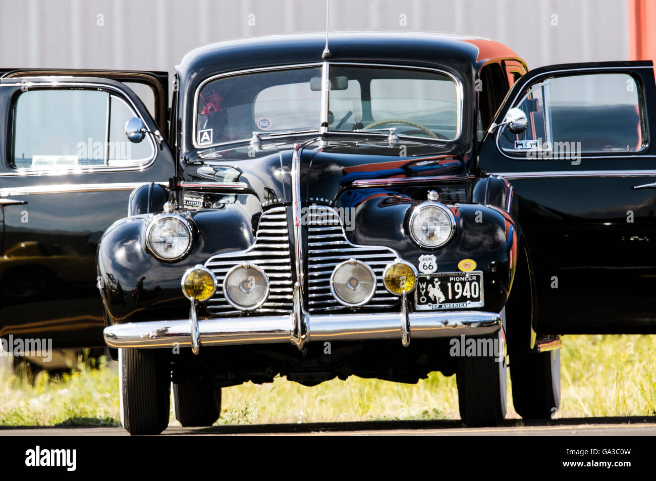 1940 Buick de automóviles antiguos en la salida Paseo del Arte con mosca en el evento; en el centro de Colorado, Imagen De Stock