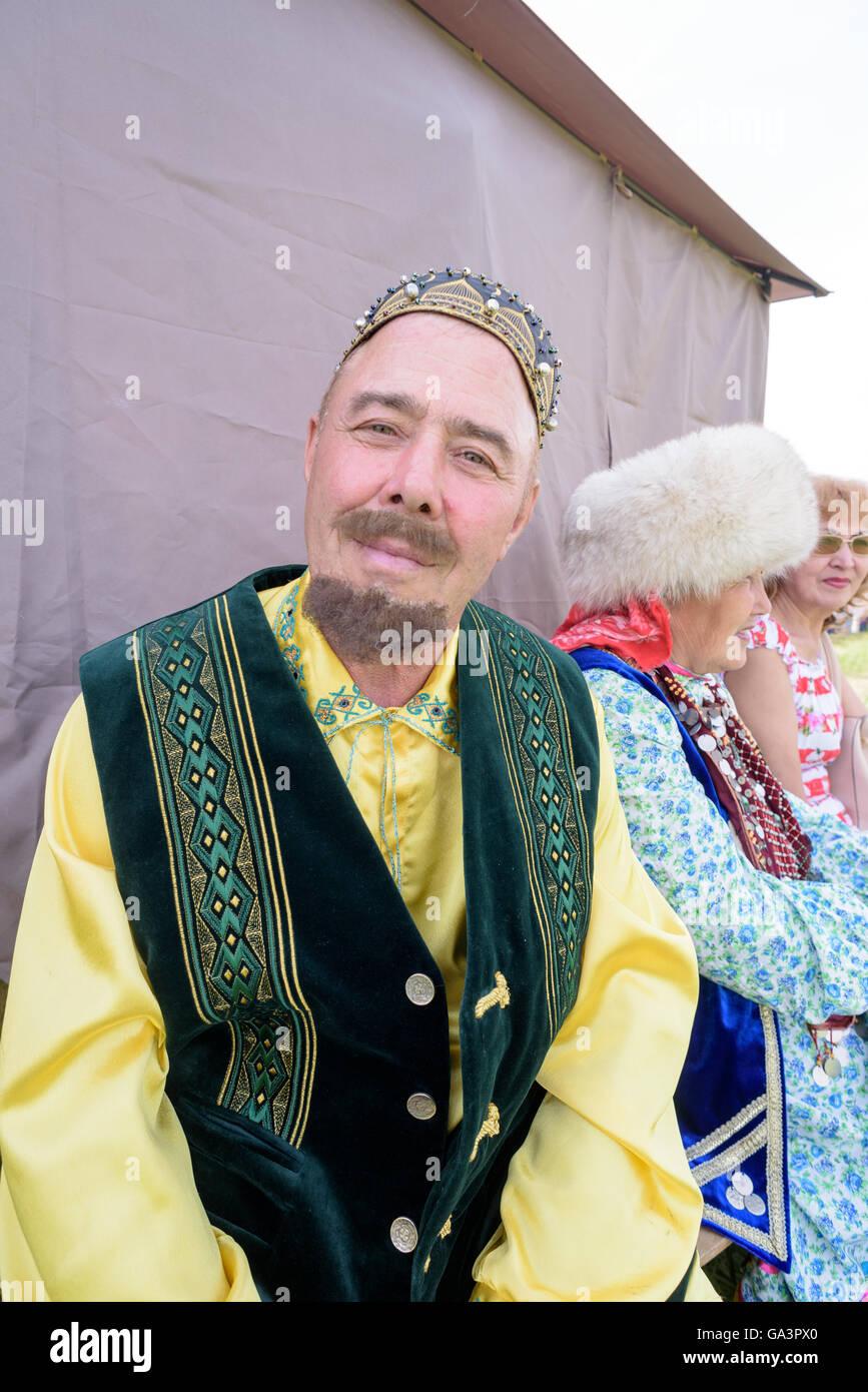 00a558783 Hombre vestido con traje de bashkir vestido tradicional ruso Foto ...