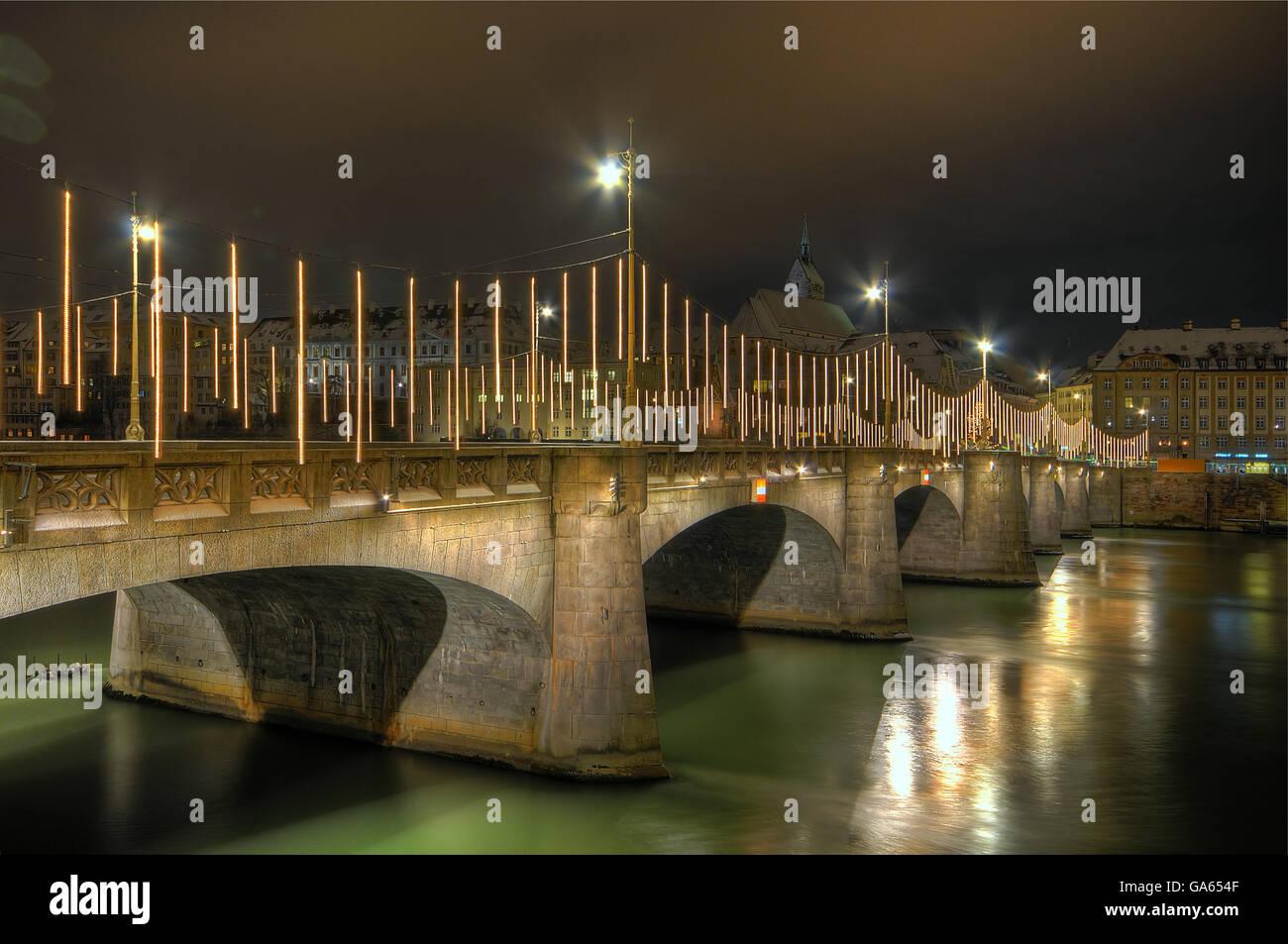 X-Mas tiempo en Basilea, el puente del río Rin Imagen De Stock