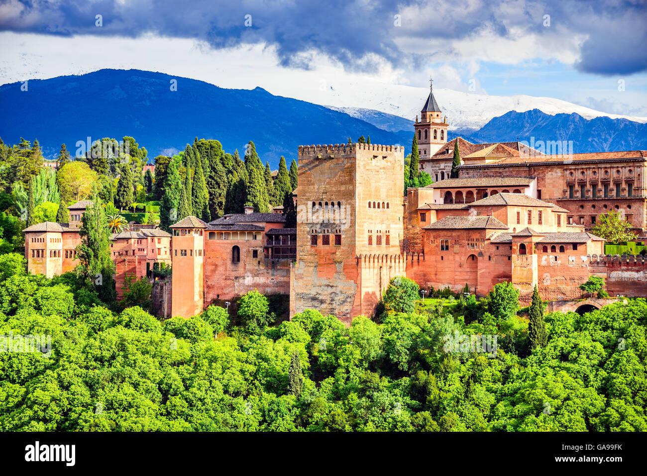 Granada, España. La famosa Alhambra, fortaleza, Emirato Nazarí Viajes europeos hito en Andalucía. Imagen De Stock