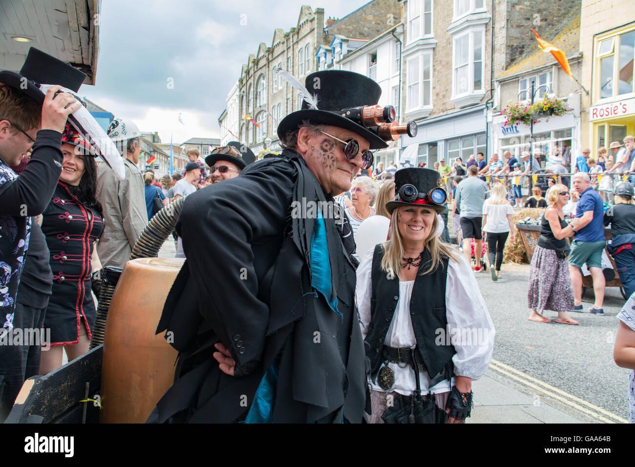 """Penzance, Cornwall, Reino Unido. El 5 de agosto de 2016. Steampunk soapbox derby en Penzance, comienza un día de fiesta que culminó en la transformación de los """"gigantes"""" de un motor, más tarde en el día. Crédito: Simon Maycock/Alamy Live News Foto de stock"""