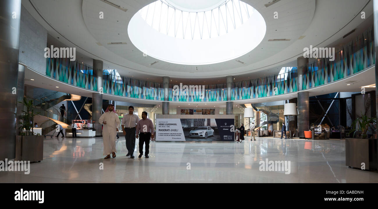 En Fashion Mall, el Centro de Comercio Mundial de Bahrein, Manama, Bahrein. Imagen De Stock