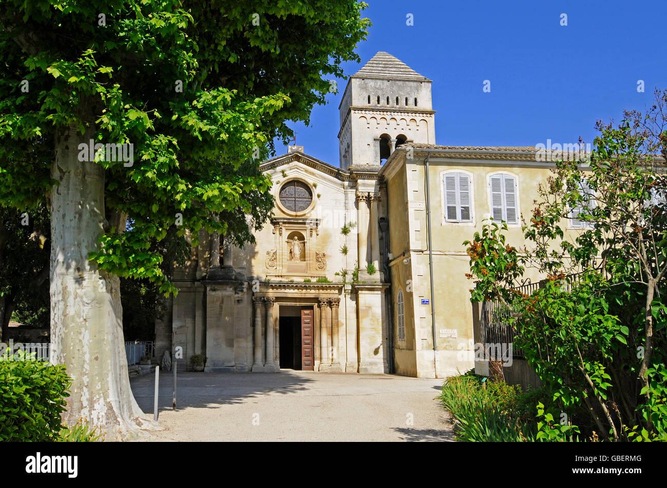 Monasterio de Saint Paul de Mausole, Saint Remy de Provence, Bouches-du-Rhone, Provence-Alpes-Côte d'Azur, en el Foto de stock