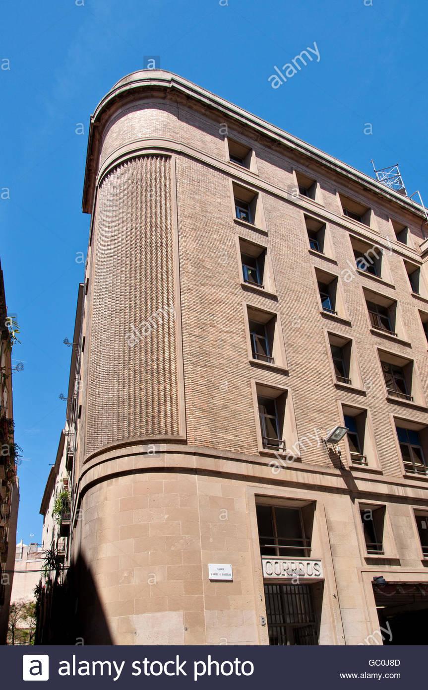 Edificio oficinas im genes de stock edificio oficinas for Oficina correus barcelona
