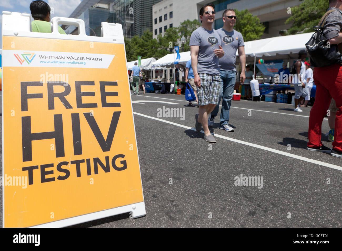 Pruebas de detección del VIH gratuitas firmar al orgullo nacional Festival 2016 (prueba de VIH, el mes del Imagen De Stock