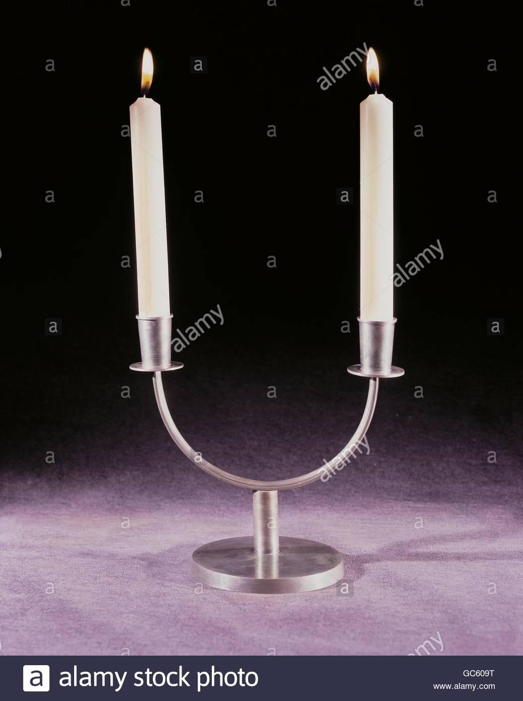 Morada, lámparas, dos armados de candlestick, design by Wolfgang von Wersin (1882 - 1976), estaño, Ratisbona, Imagen De Stock