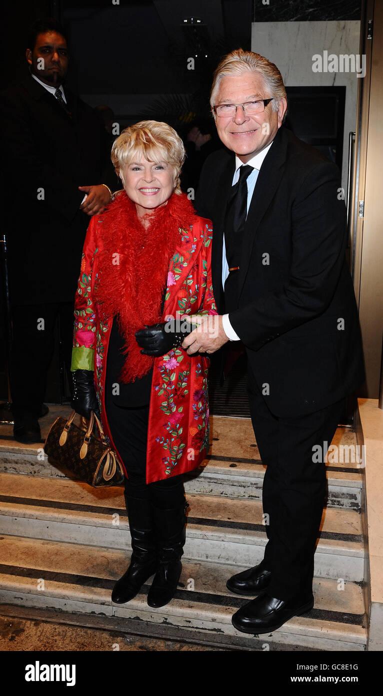 Gloria Hunniford en una recaudación de fondos de Madeleine McCann celebrada en los Jardines del Techo en Londres, exactamente 1.000 días después de que Madeleine McCann desaparecida. Foto de stock