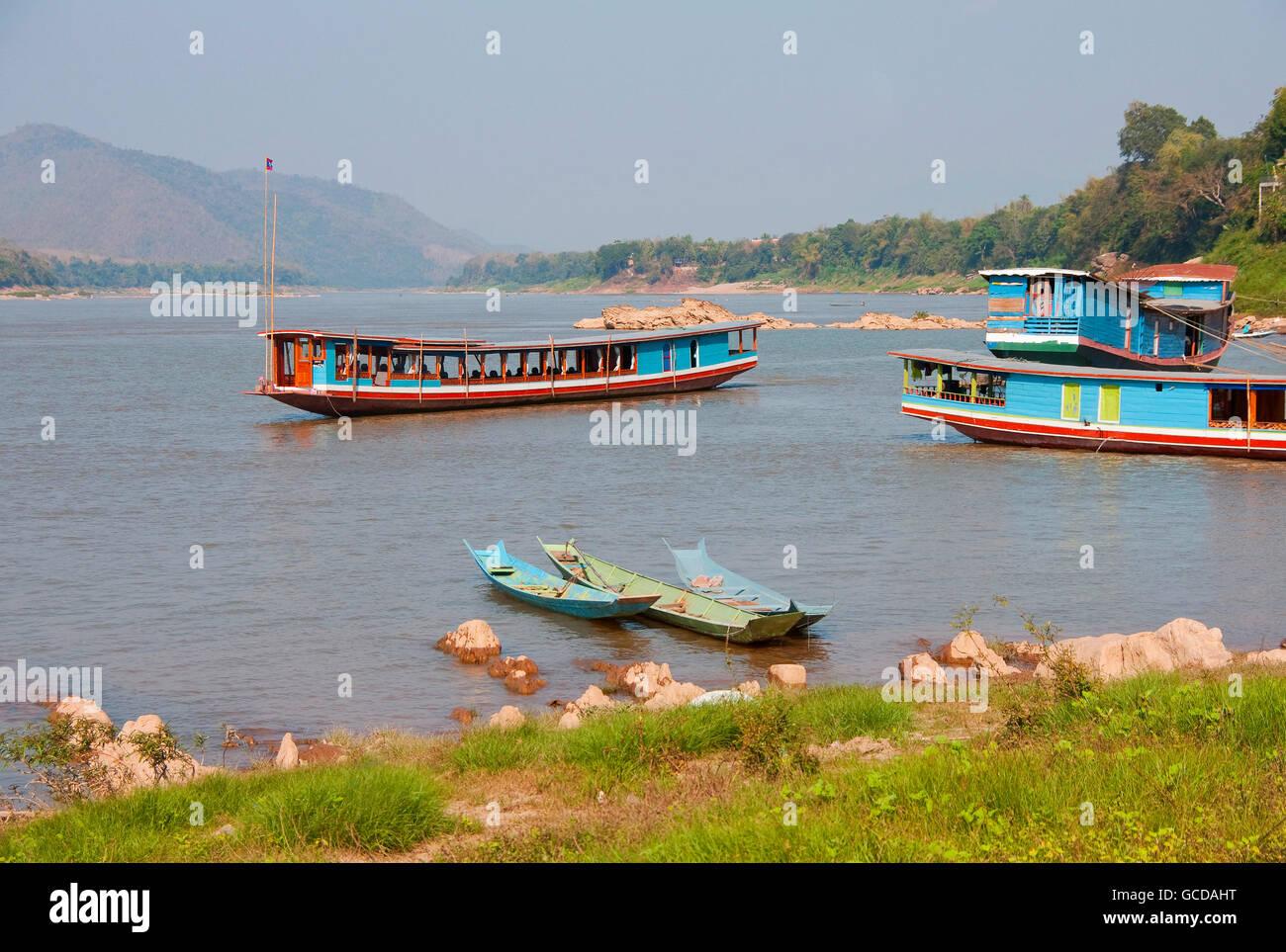 Barcos cerca del Río Mekong en Luang Prabang, Laos. Imagen De Stock