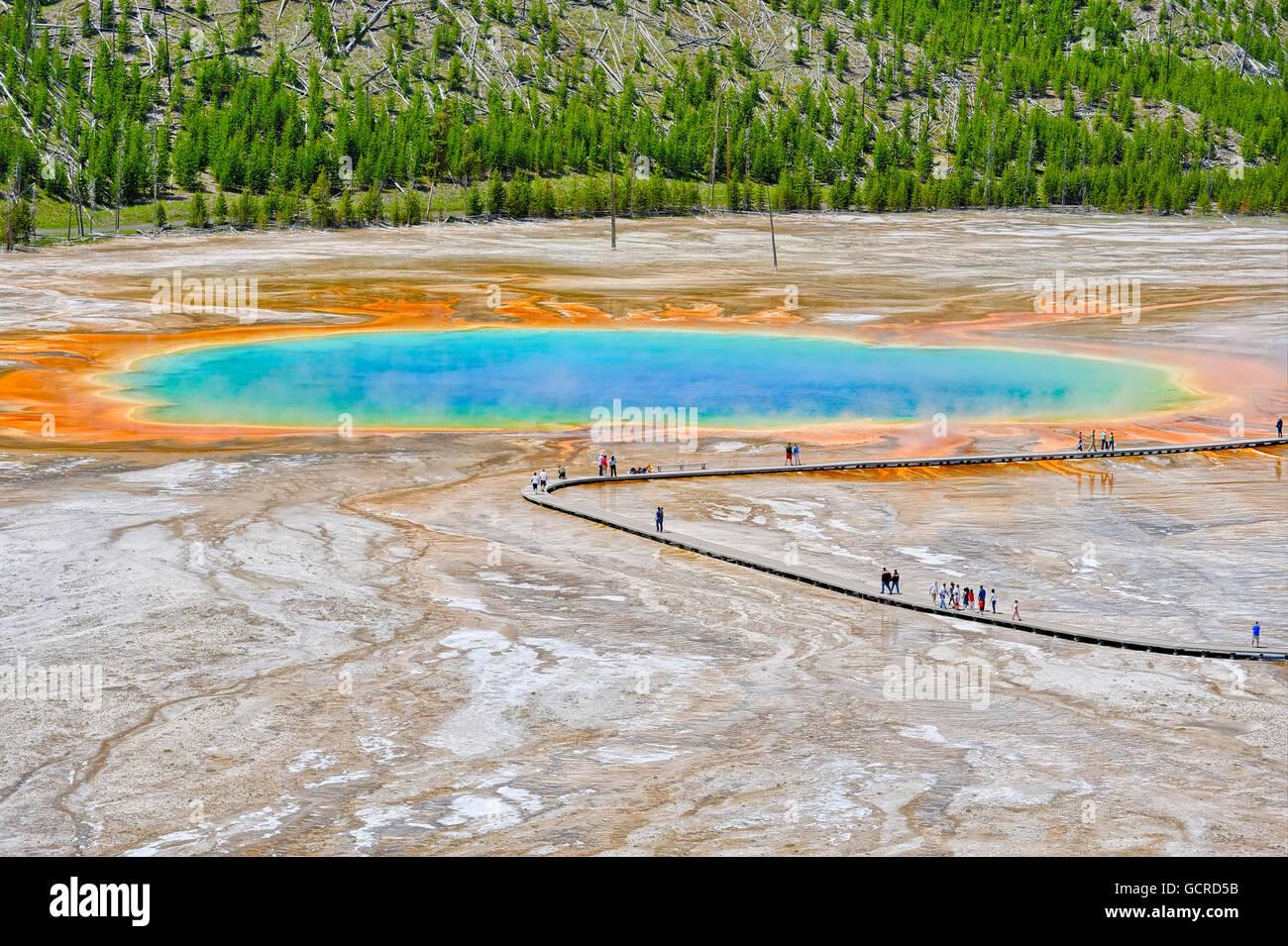 Coloridos patrones en la algea y capas de bacterias de la Grand Prismatic Spring, el Parque Nacional de Yellowstone. Foto de stock