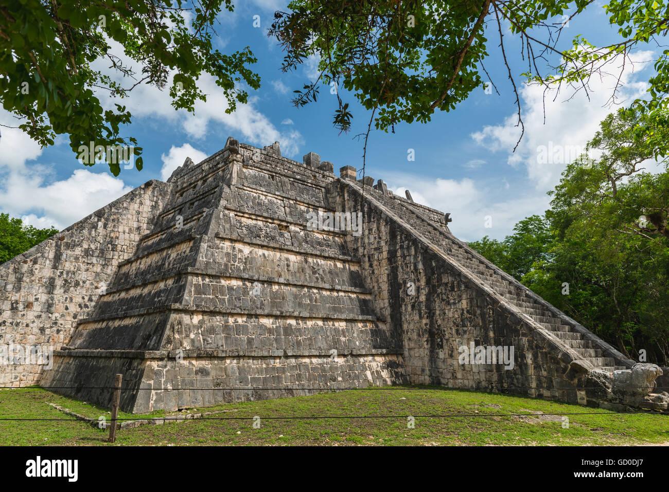 Las antiguas pirámides mayas en Chichén Itzá, México. Imagen De Stock