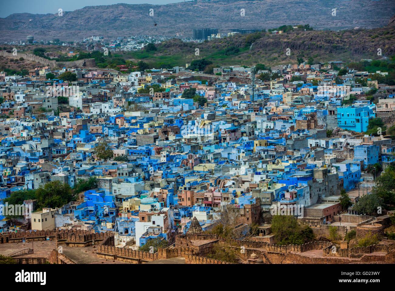 La vista desde la fortaleza de Mehrangarh de los tejados azules en Jodhpur, la ciudad azul, Rajastán, India, Asia Foto de stock