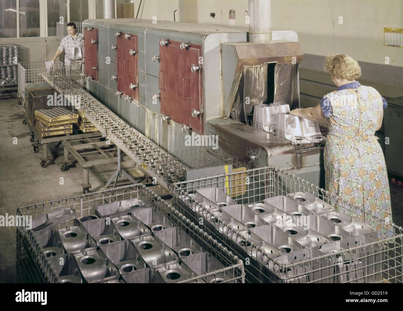 Servicio de gastronomía, la vajilla, las mujeres en el lavavajillas, 1959/1960, Additional-Rights-Clearences Imagen De Stock