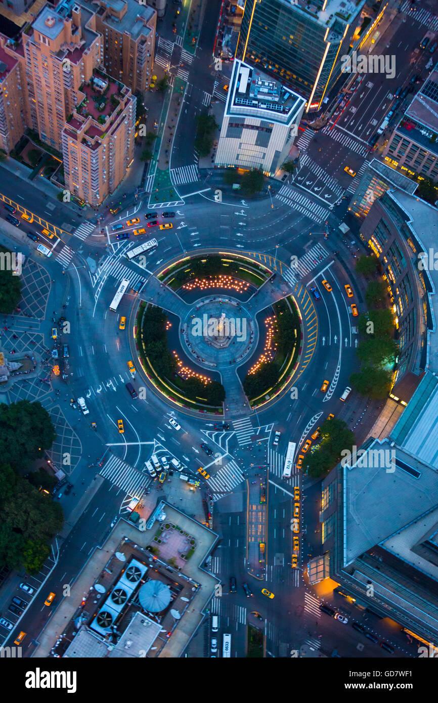 Columbus Circle, llamada así por Cristóbal Colón, es un círculo de tráfico y mucho tráfico intersección en la Ciudad Foto de stock