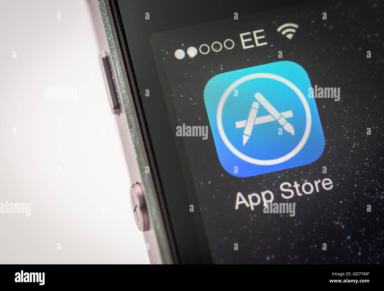 App Store de Apple iPhone App en un teléfono inteligente. Imagen De Stock