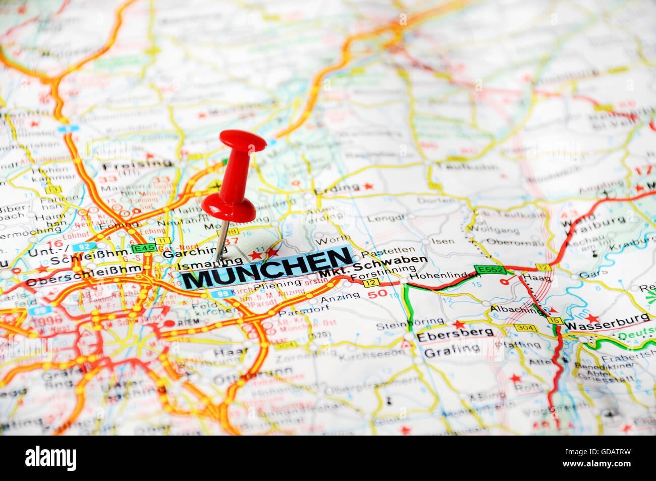 Cerca De Munich Alemania Mapa Con Clavija Roja Concepto De