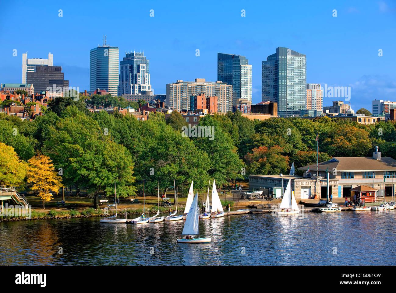 Horizonte de Boston y Charles River Imagen De Stock