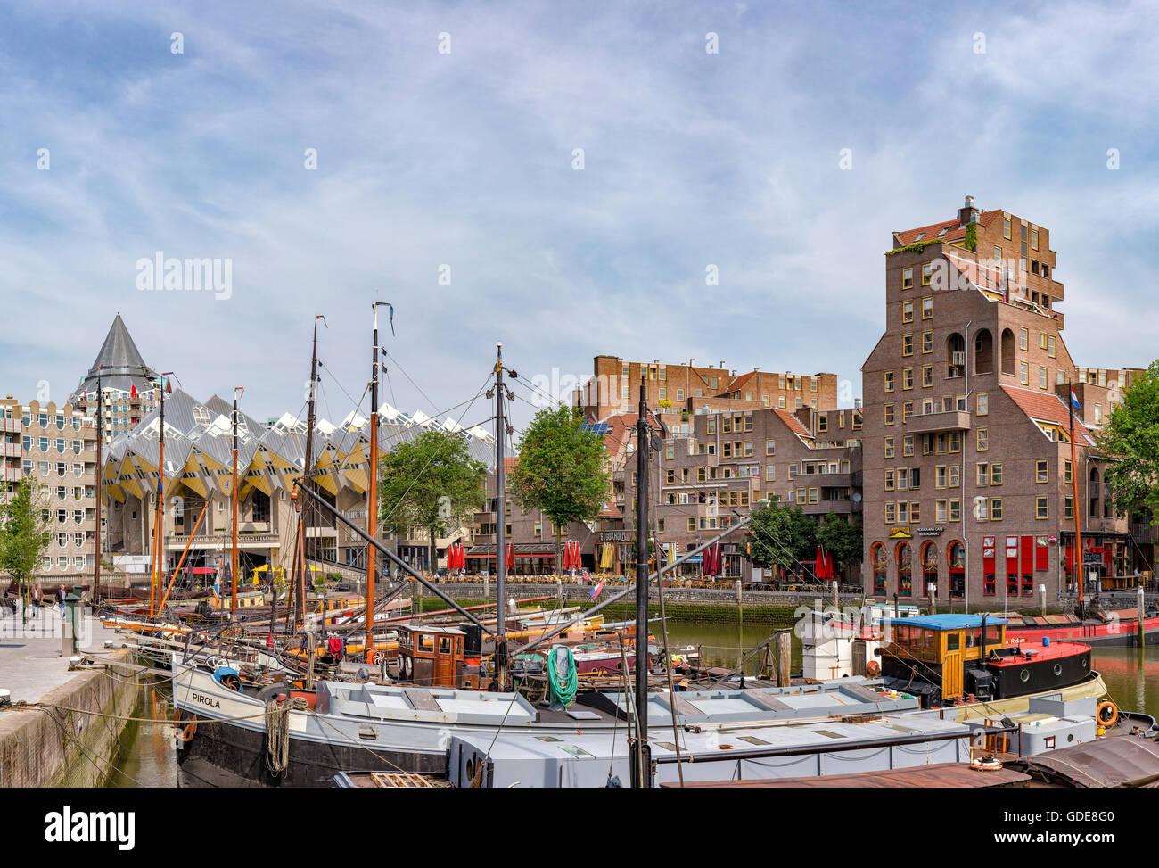 Rotterdam,casas Cubo,el Viejo Puerto Imagen De Stock