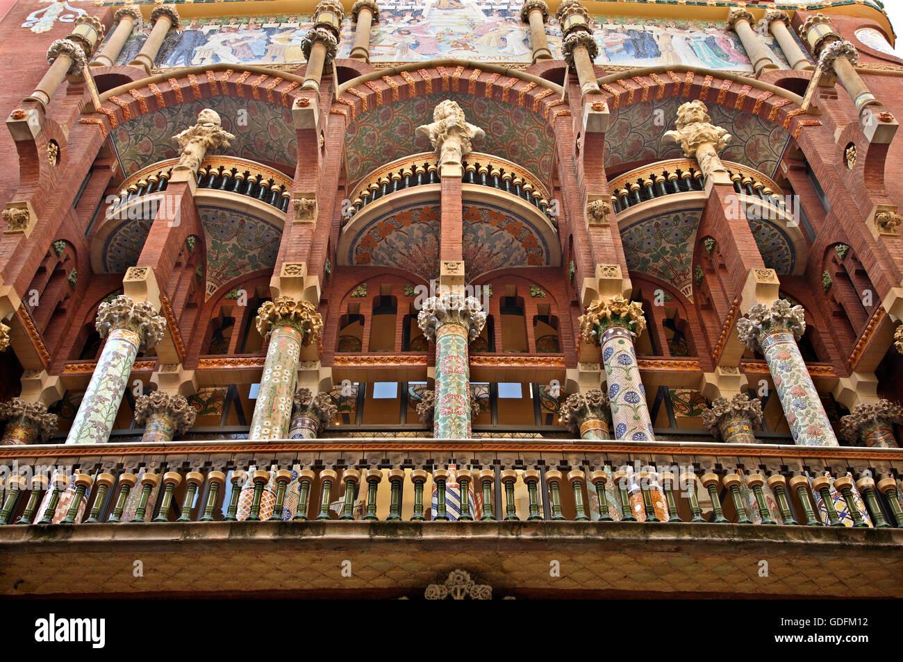 La colorida balcón del Palau de la Música Catalana, Barcelona, Cataluña, España. Imagen De Stock