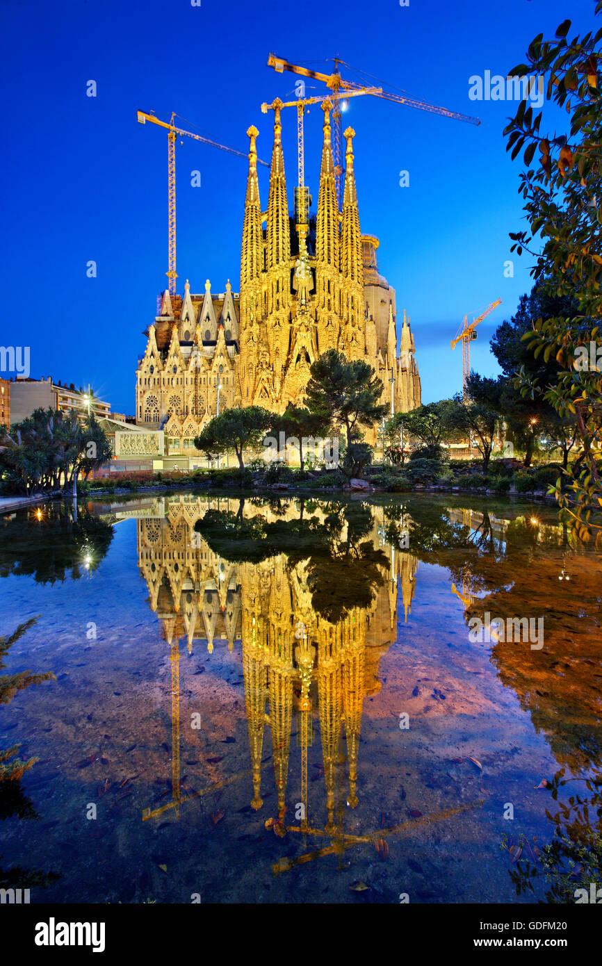 """La Sagrada Familia, obra maestra del arquitecto Antoni Gaudí y la """"marca"""" de Barcelona, Cataluña, Imagen De Stock"""