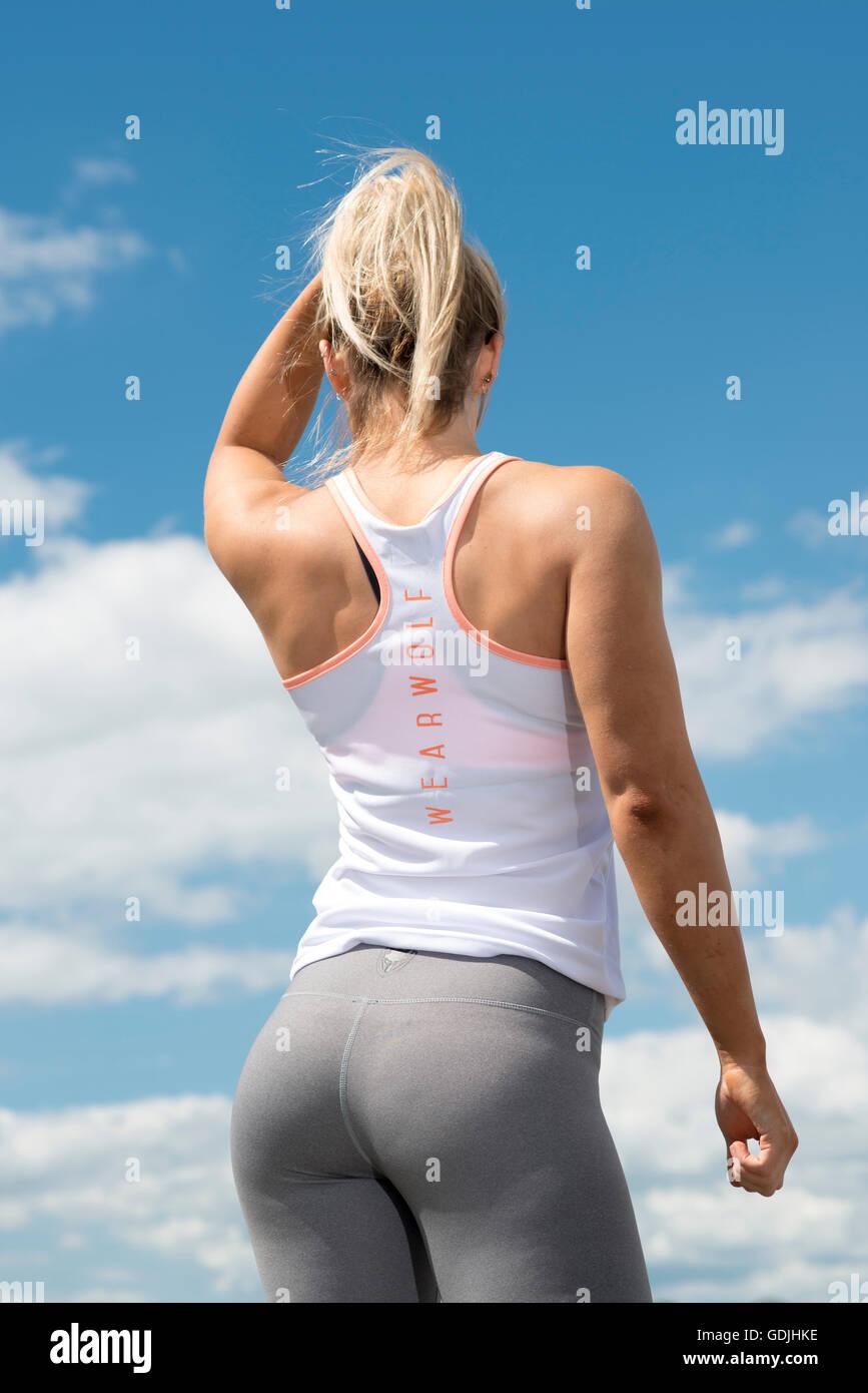 Colocar mujer vistiendo leggings vista posterior Imagen De Stock