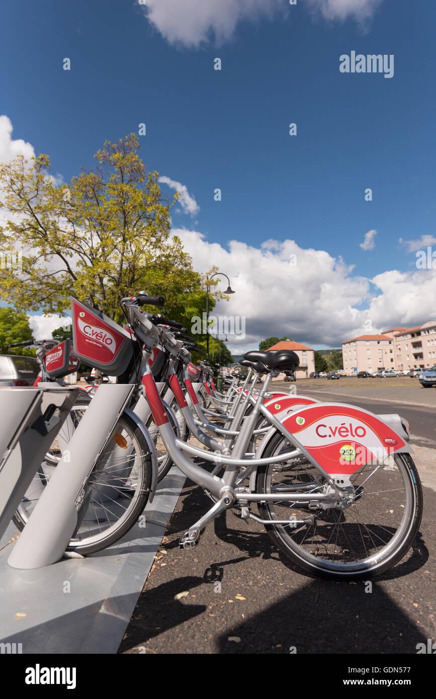 En Clermont-Ferrand, Francia 13 de julio, 2016: Cvelo Bike station, una bicicleta pública programa share en Imagen De Stock