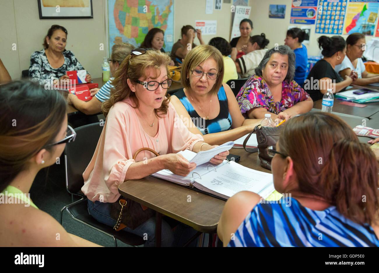 Las Vegas, Nevada - El estudio de los inmigrantes para el examen de ciudadanía de los Estados Unidos. Foto de stock