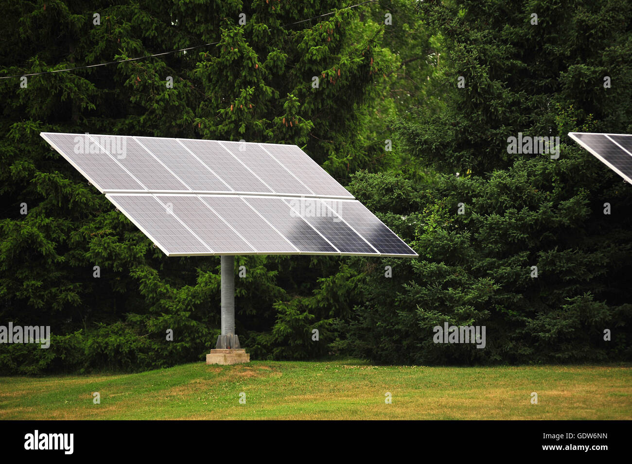 Una hoja de paneles solares en la ciudad canadiense de London, Ontario. Imagen De Stock