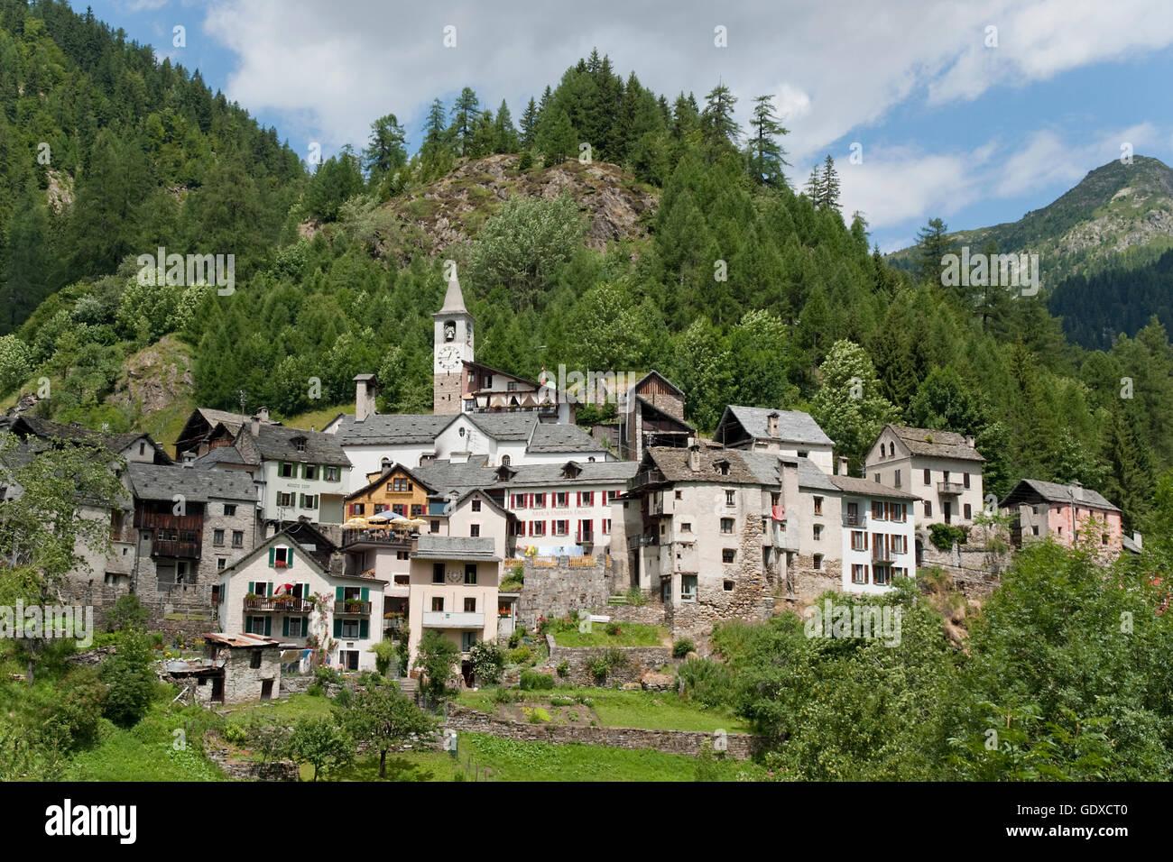 Pequeña ciudad, Fusio, Valle Maggia, Tesino, Suiza Foto de stock