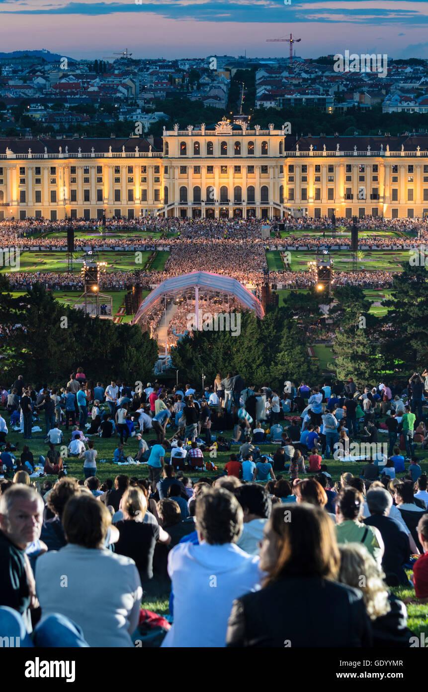 Wien, Viena: Noche de Verano Concierto de la Filarmónica de Viena, en el parque del palacio de Schönbrunn, Imagen De Stock