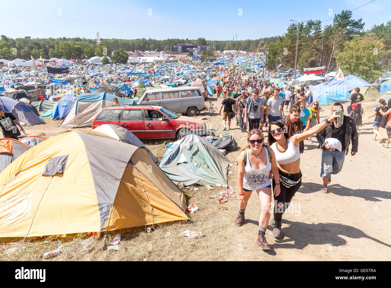 Las personas felices en el 21 Festival de Woodstock (Polonia Przystanek Woodstock). Imagen De Stock